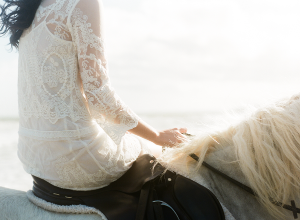 delicate-lace-wedding-dress