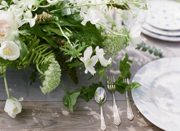 elegant-green-and-white-centerpieces