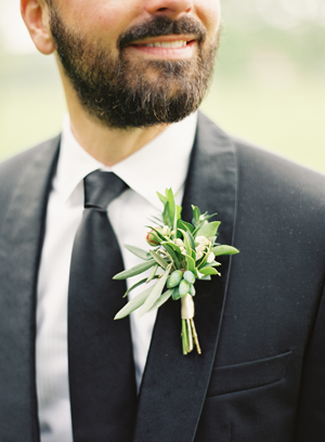 elegant-green-wedding-boutonniere