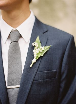 groom-navy-j-crew-suit-gray-tie-bar-clip-lily-of-the-valley-bout