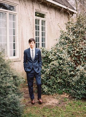 groom-navy-suit-brown-shoes-gray-tie