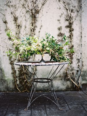 iron-table-vined-wall-green-white-flower-arrangement-early-spring-wedding