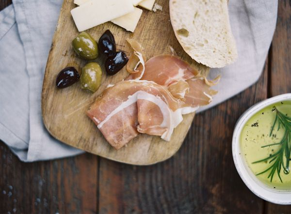 primi-proscuitto-olives-bread-italian-oil-herbs-rosemary-wedding-reception