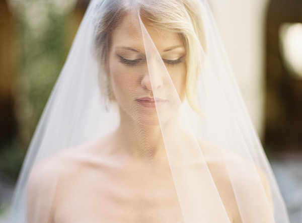 soft-elegant-simple-wedding-veil