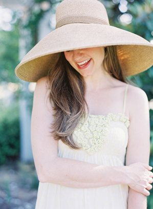 straw-hat-wedding-ideas