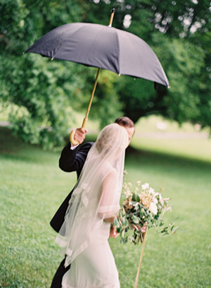 umbrella-wedding-rain-ideas