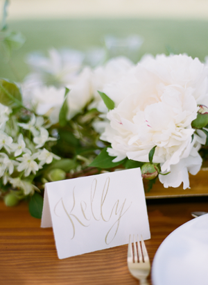 calligraphy-wedding-place-card-ideas