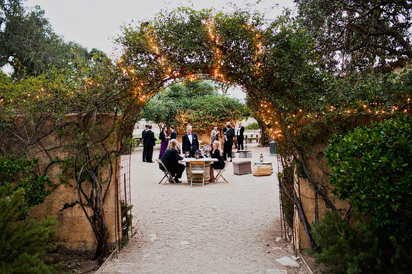 elegant-courtyard-wedding-ideas