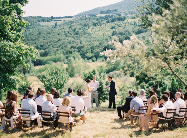 elegant-outdoor-tuscany-wedding-ceremony