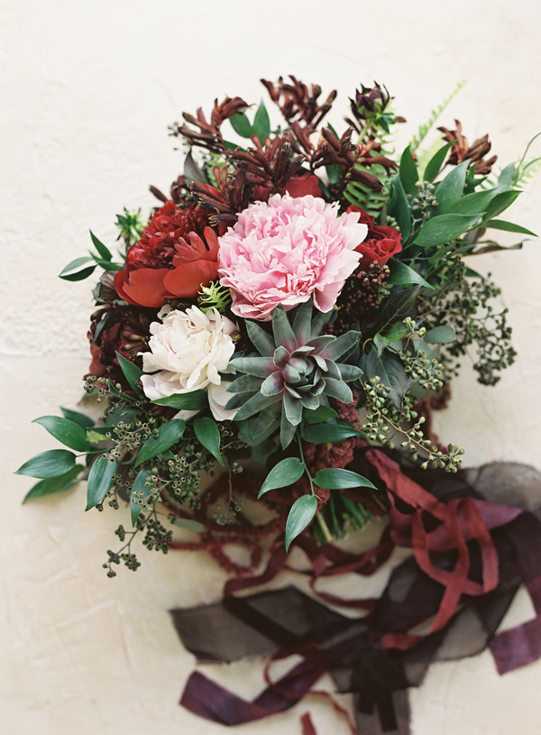 garnet-spring-color-wedding-bouquet