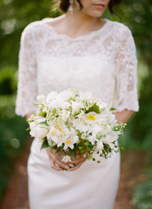 spring-white-elegant-wedding-bouquets