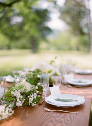 white-and-green-greenery-table-garland-wedding-ideas