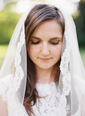 lace-trim-wedding-veil