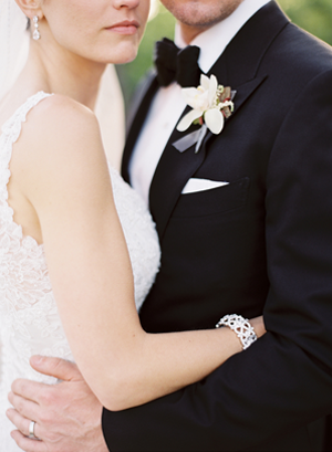 modern-black-tie-vineyard-california-wedding