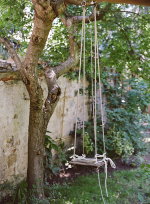natural-wood-tree-swing-ideas