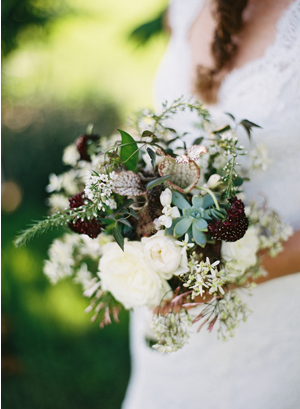 rustic-green-and-white-wedding-bouquet-ideas