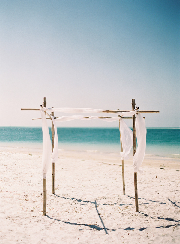 Simple Beach Wedding Ceremony Altar Decoration Ideas