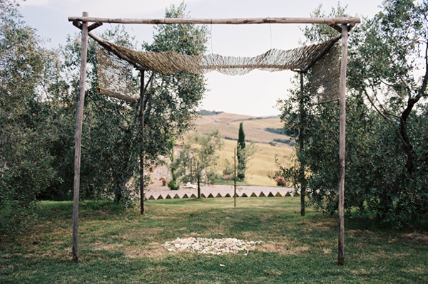 simple-rustic-wedding-ceremony-altar-ideas