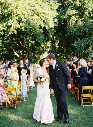 under-tree-outdoor-wedding-ceremony-ideas