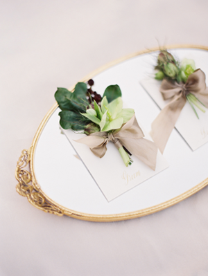elegant-green-wedding-boutonnieres