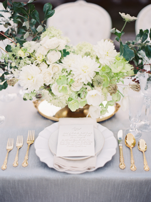 white-and-green-wedding-centerpieces