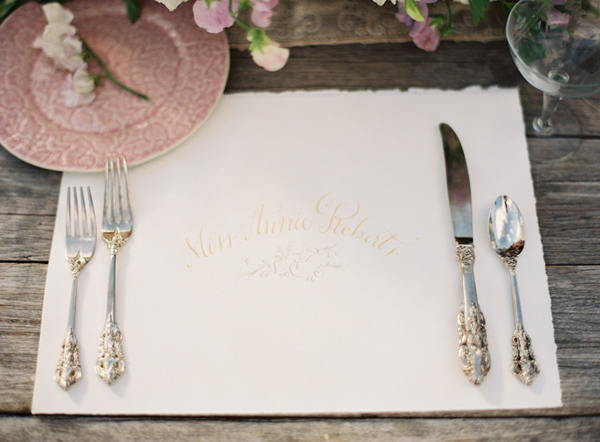 calligraphy-place-mat-place-card-wedding-ideas