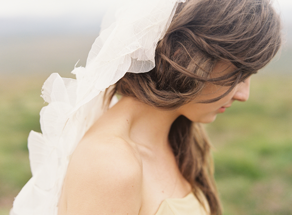 delicate-petal-wedding-veil-ideas