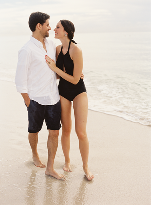 elegant-beachside-engagement-photo-ideas