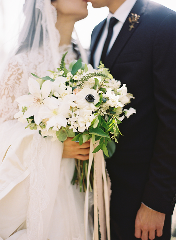 elegant-white-southern-wedding-bouquet