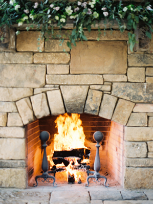 greenery-wedding-fireplace-ideas