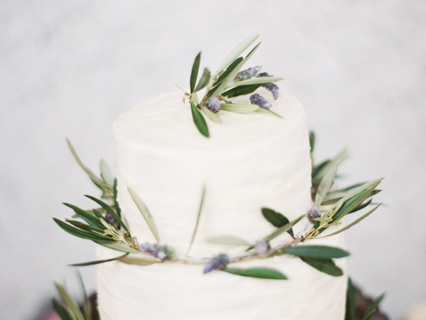 lavender-olive-branch-wedding-cake