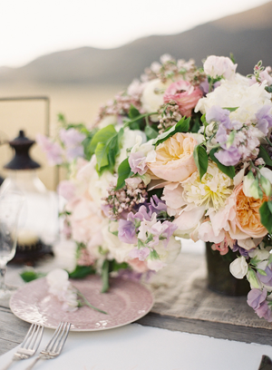 lilac-and-peach-wedding-centerpiece-ideas