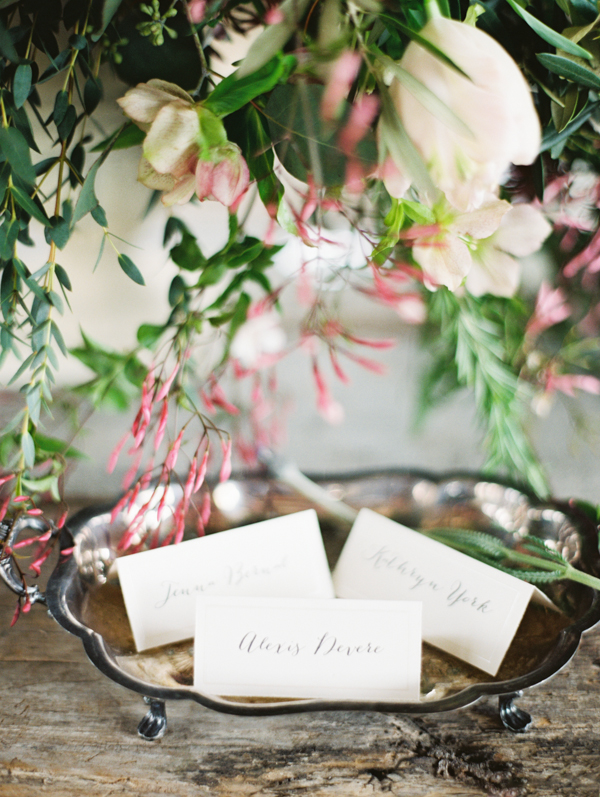 rustic-wedding-place-card-ideas