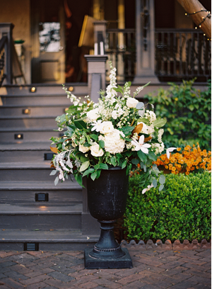 white-flower-reception-urn-ideas