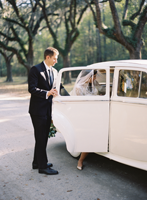 white-vintage-wedding-car-ideas