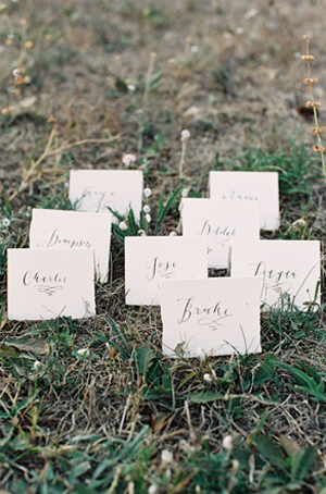 calligraphy-escort-card-rustic-wedding-ideas