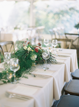 greenery-garland-wedding-centerpiece