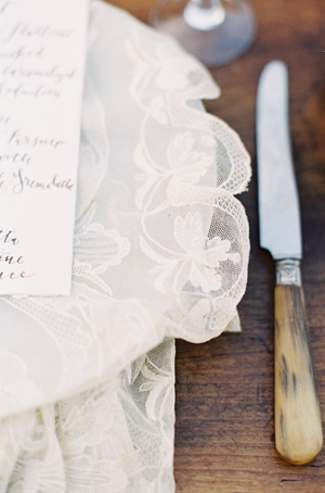 lace-tablecloth-wedding-ideas
