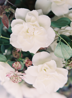 romantic-white-wedding-flowers