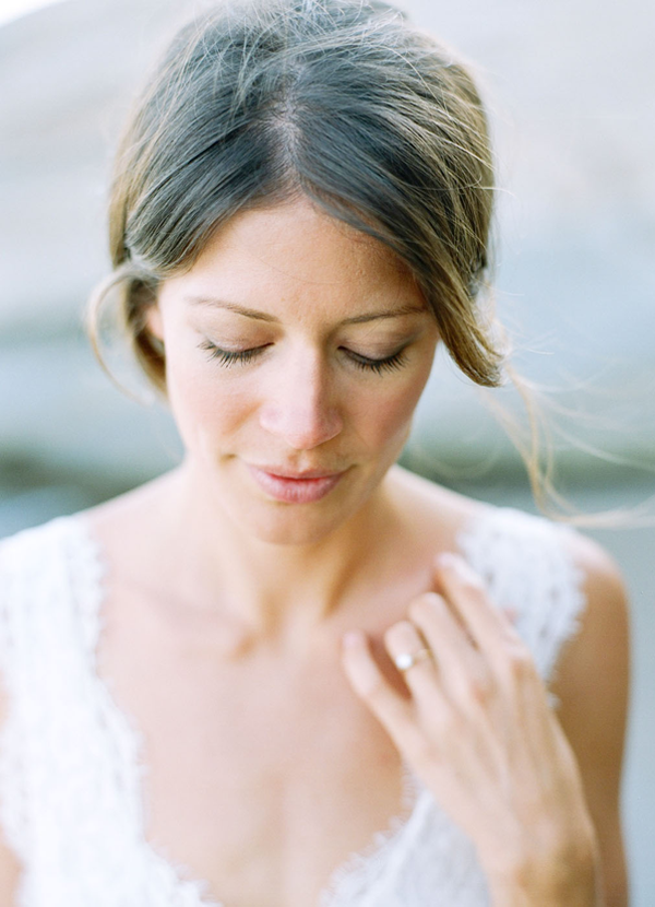 simple-elegant-engagement-photos-makeup