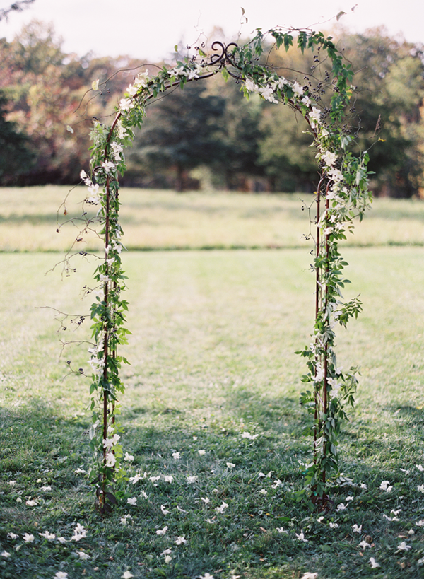 simple-elegant-wedding-ceremony-arch-ideas