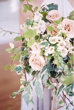 delicate-winter-wedding-bouquet