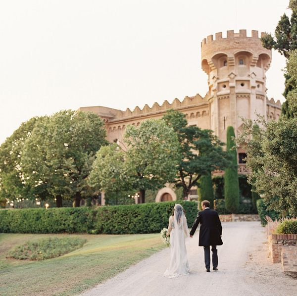elegant-barcelona-castle-destination-wedding