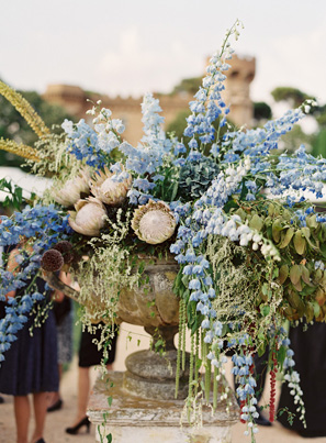 elegant-blue-wedding-urn-centerpieces