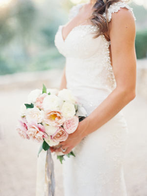 pastel-flowerwild-wedding-bouquet