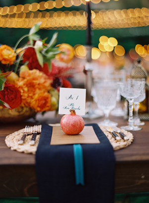 pomegranate-wedding-place-card-ideas