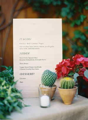 wooden-wedding-menu-ideas