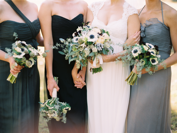 clary-pfeiffer-bridesmaids-grey-bouquets2