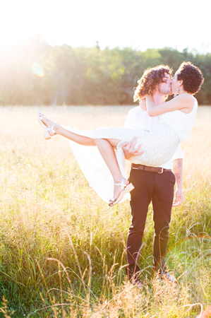 nancy-neil-couple-field-sun-kiss