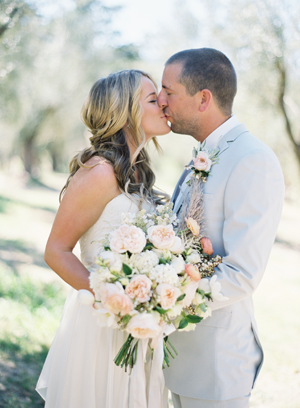 rylee-hitchner-sonoma-wedding-bride-groom-bouquet12